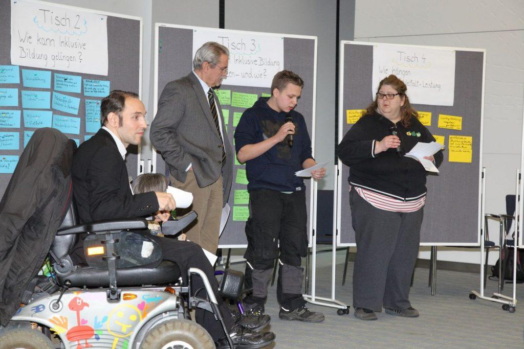 Die Ergebnisse der Thementische werden allen Teilnehmerinnen präsentiert.